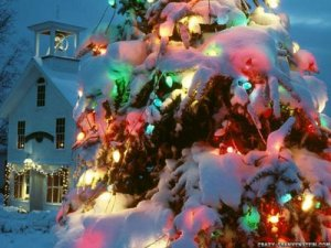 Find variety of xmas graphics and Christmas candle decoration wallpaperto