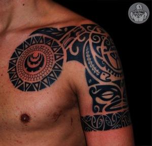 polinesia peito / ombro. Publicada por tattoo power em 11:27