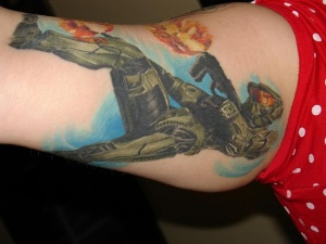 John 117 with guns blazing on this sweet tattoo.