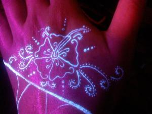 Glow tattoo: ultraviolet lights tattoo