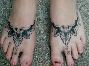 Beautiful Feminine Tattoo Design for Girls Feet