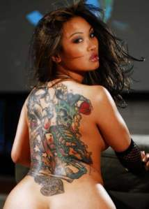 Picture 2: Tattooed ladies from New Zealand Polynesian tattoos