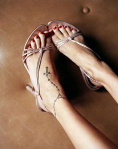 Nicole Richie rosary tattoo in her left ankle