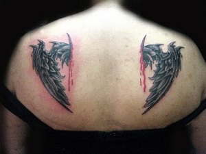 Los tatuajes de alas de ángel son un must dentro de los diseños pensados